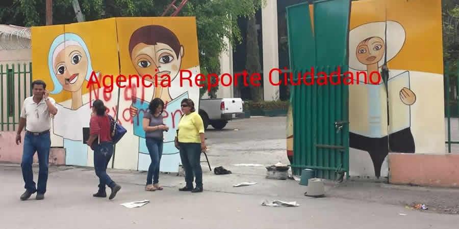 Normalistas radicalizan protestas toman camiones y bloquean edificios públicos