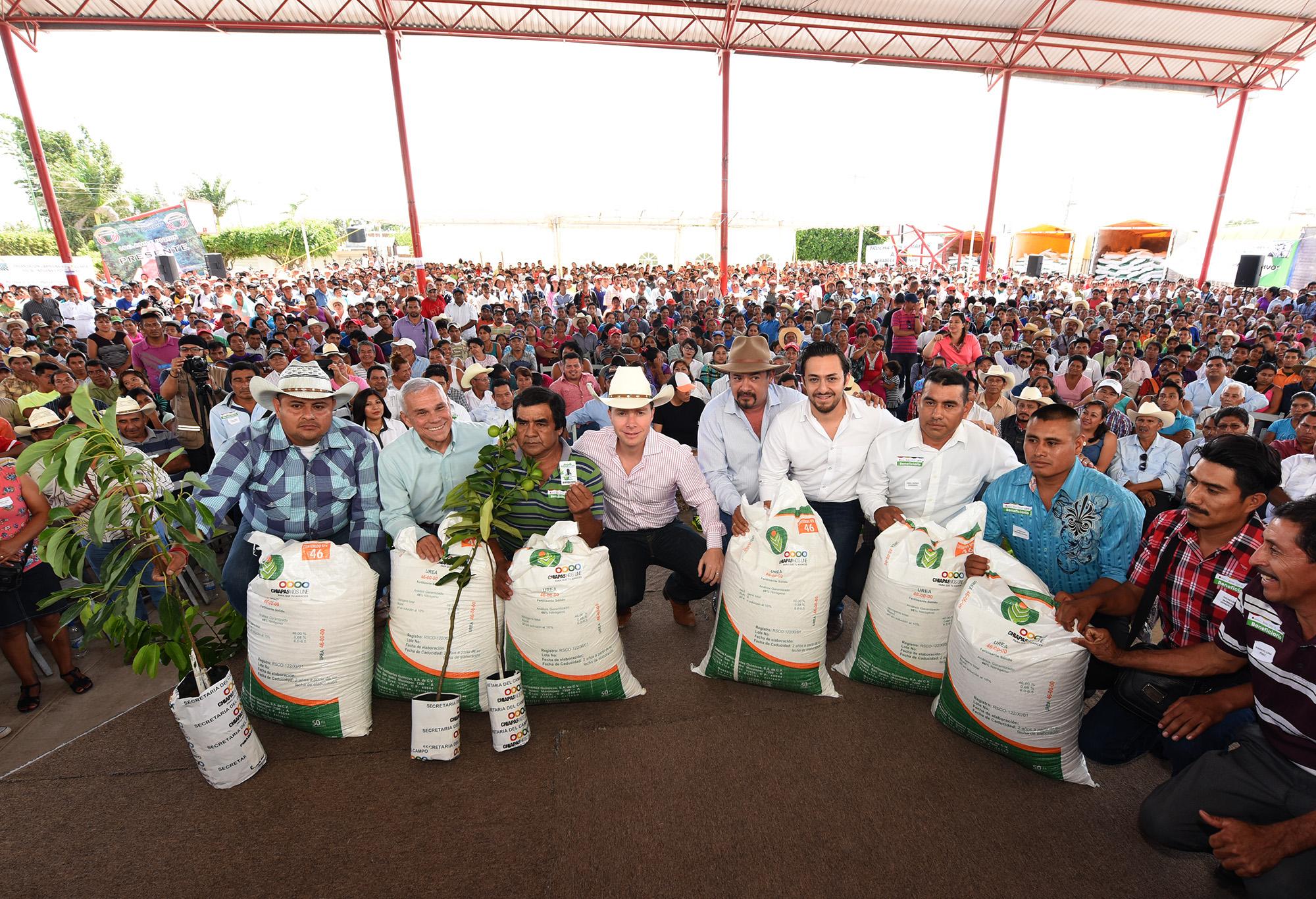 Honramos a Zapata apoyando al campesino: Velasco