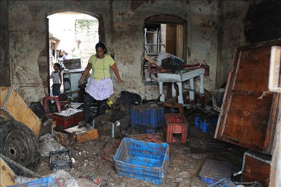 68 viviendas afectadas por encharcamiento en Huixtla
