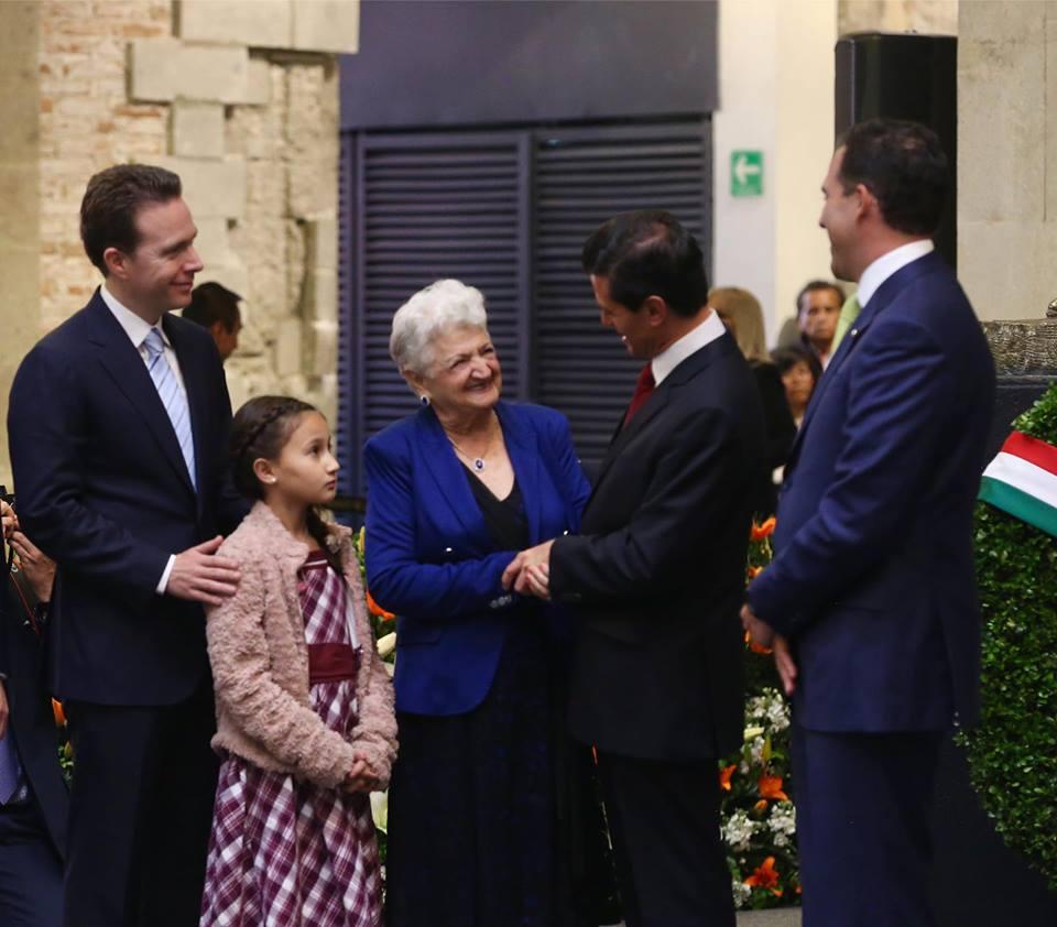Velasco asiste a entrega post mortem de Medalla Belisario Domínguez en el Senado de la República