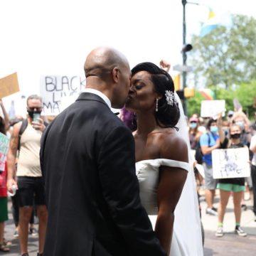 Pareja en Filadelfia se casa y minutos después se une a una manifestación contra el racismo