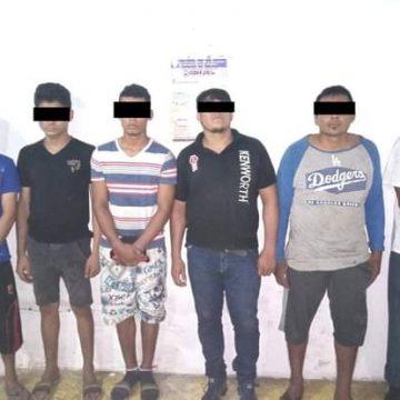 En Acapetahua aseguran a seis presuntos delincuentes con armas y droga