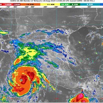Genevieve, ahora como huracán categoría 4 en la escala Saffir-Simpson