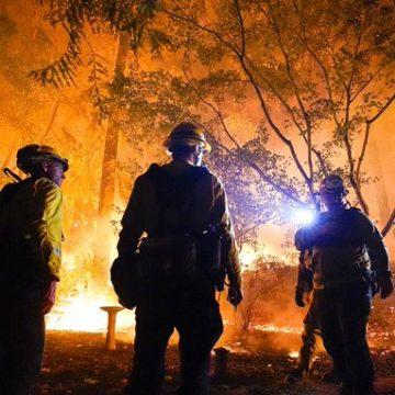 Los incendios forestales de California son el segundo y tercero más grandes en la historia del estado