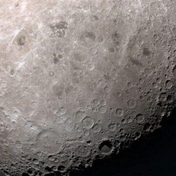 Hay agua en la superficie de la Luna, confirma la NASA