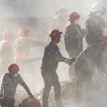 Suman 27 muertos y 100 personas rescatadas tras sismo en Turquía