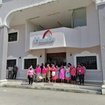 Comerciantes se manifiestan, pretenden regresar a la vía pública en Huixtla