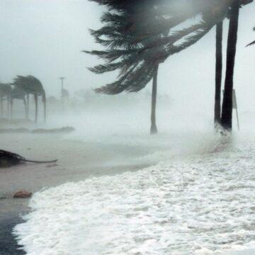 """Huracán """"Delta"""" se eleva a categoría 2, activan alerta ROJA en el norte de Quintana Roo"""