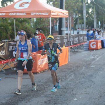 La chiapaneca Cinthia Macedo logró el cuarto lugar en la categoría 35-39 años y fue la tercera mejor mexicana en el Ironman de Cozumel