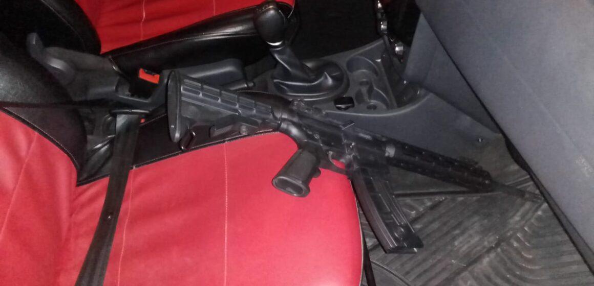 En Tonalá, autoridades policíacas aseguraron a una persona por portación de arma de fuego y alterar el orden público