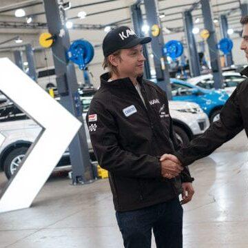 El piloto mexicano 'Checo' Pérez es nuevo socio de Kavak