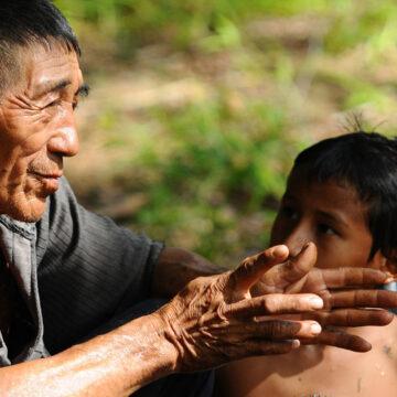 La educación en lengua materna debe empezar en los primeros años de escuela