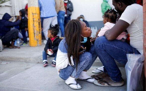 EU expulsa a decenas de haitianos solicitantes de asilo a México