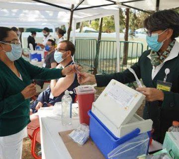 Personas con vacuna aún pueden transmitir Covid-19: especialistas