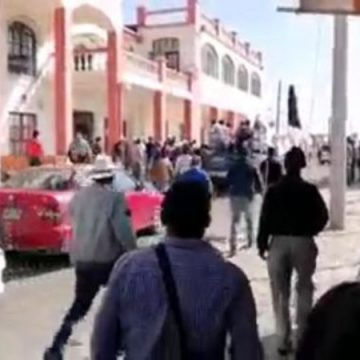 Indígenas retienen a alcalde de Las Margaritas por incumplir con obra pública