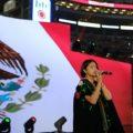 """Segob descarta sanción a Ángela Aguilar por entonación lenta del Himno en pelea del """"Canelo"""""""