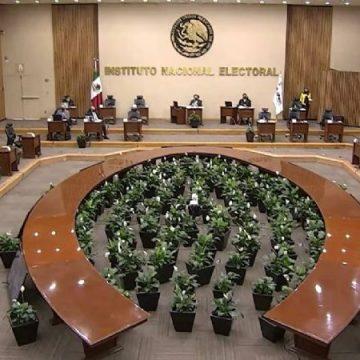 """AMLO: """"una vergüenza"""" que el INE no difunda la consulta; recalca que él votará por el No"""