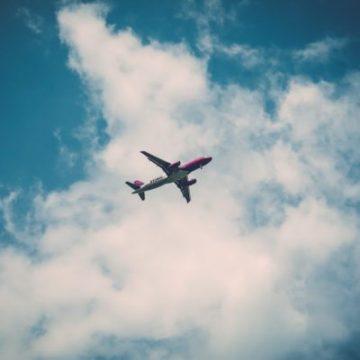 ASUR cancela 66 vuelos desde el Aeropuerto de Cancún por huracán Grace