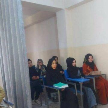 Unesco denuncia violación de derechos de las mujeres por su exclusión educativa en Afganistán