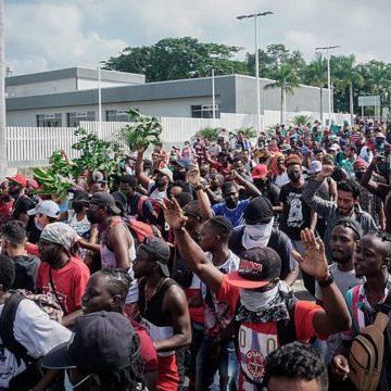 Miles de migrantes inician caravana desde Tapachula a la Ciudad de México