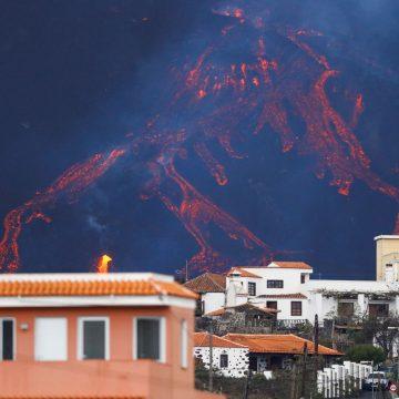 Nueva boca en el volcán de La Palman y impresionante desbordamiento de lava