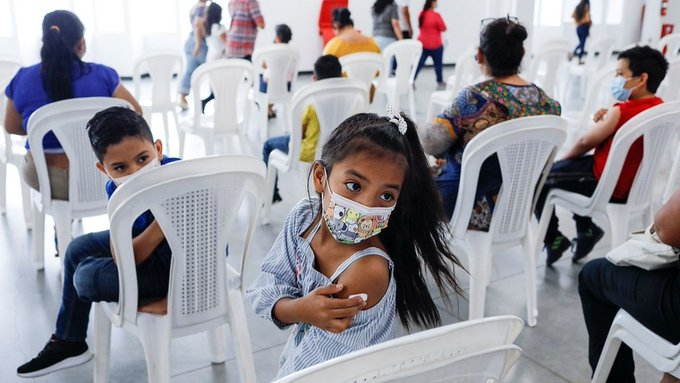 Juez ordena vacunar contra Covid-19 a todos los menores de 18 años en México